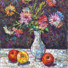 Ябълки и ваза с цветя